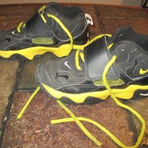 Boys Nike Shoes Size 1Y